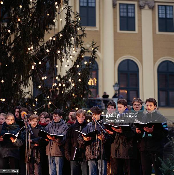 Choir Singing at Schonbrunn Palace