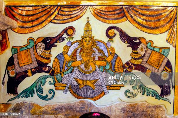 chola period murals painting, brihadeeswarar temple, thanjavur, india. - dieu photos et images de collection