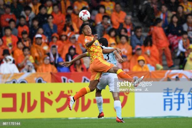 Chong Tese of Shimizu SPulse and Kentaro Oi of Jubilo Iwata compete for the ball during the JLeague J1 match between Shimizu SPulse and Jubilo Iwata...
