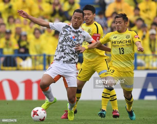 Chong Tese of Shimizu SPulse and Ryuta Koike of Kashiwa Reysol compete for the ball during the JLeague J1 match between Kashiwa Reysol and Shimizu...