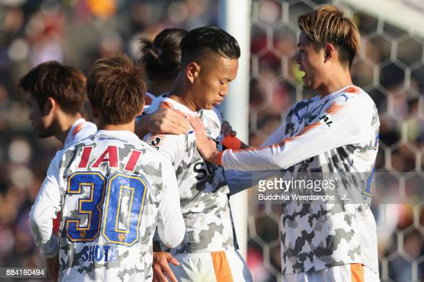 Chong Tese of Shimizu SPulse celebrates scoring his side's third goal with his team mates during the JLeague J1 match between Vissel Kobe and Shimuzu...