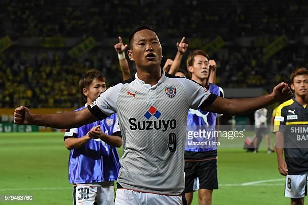 Chong Tese of Shimizu SPulse celebrates the win after the JLeague second division match between JEF United Chiba and FC Shimizu SPulse at the Fukuda...