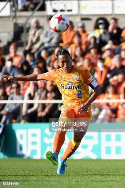 Chong Tese of Shimizu SPulse in action during the JLeague J1 match between Shimizu SPulse and Albirex Niigata at IAI Stadium Nihondaira on November...