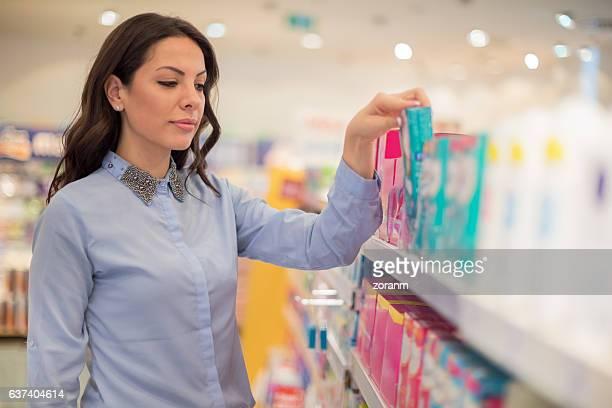 Choosing between tampons and sanitary pads