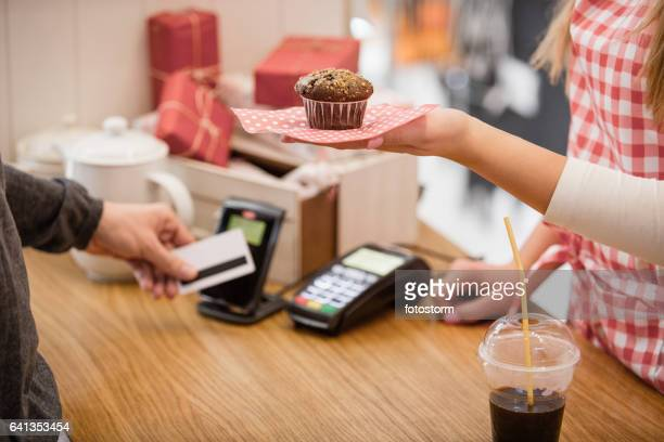 Choosing to pay muffin with contactless credit card reader