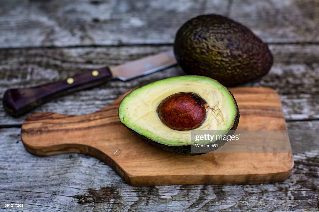 Chopped avocado on chopping board : Stock Photo