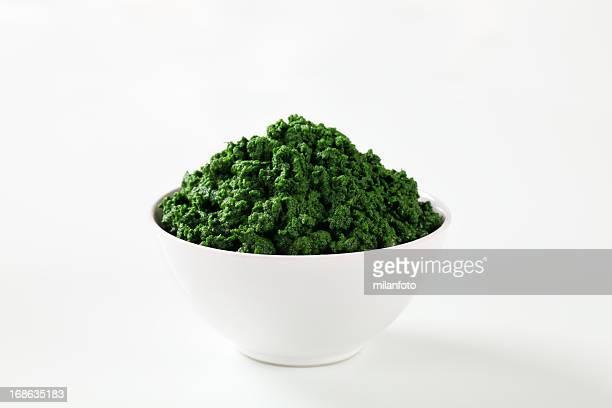 Aliment émincé épinards dans un bol