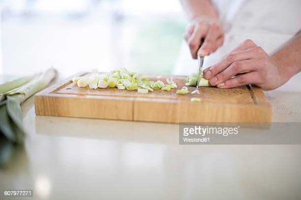 chopping spring onions - cipollina foto e immagini stock