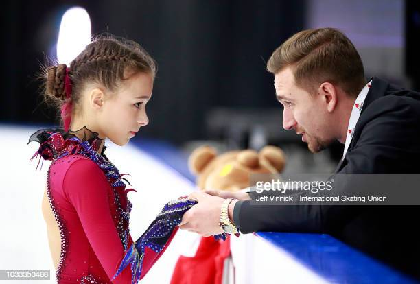 Choreographer Daniil Gleikhengauz talks to Anna Shcherbakova of Russia before her junior ladies free skate during the 2018 Junior Grand Prix of...