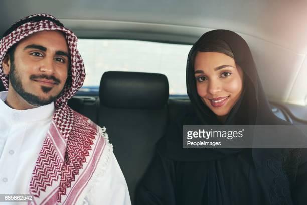 ich entschied mich für den perfekten partner, mit durchs leben reisen - arabische kultur stock-fotos und bilder