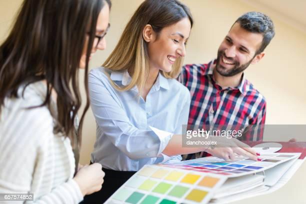 Die Wahl der richtigen Farbe für neue Wohnung