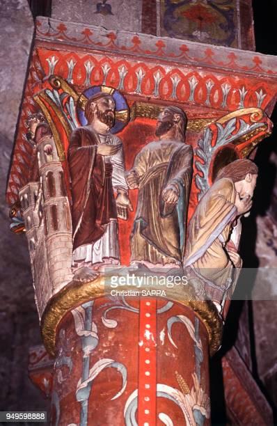 Châpiteau de colonne de l'église Saint-Austremoine d'Issoire, dans le Puy-de-Dôme, France.