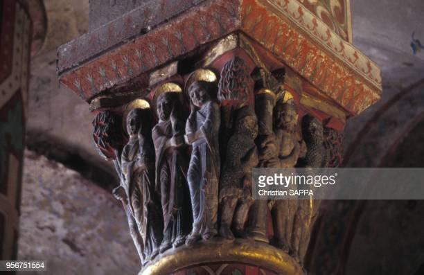 Châpiteau de colonne de l'église Saint-Austremoine d'Issoire, en août 1995, dans le Puy-de-Dôme, France.