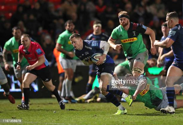 Chris Ashton of Sale Sharks breaks through the Harlequins defence on his way to scoring his try during the Gallagher Premiership Rugby match between...
