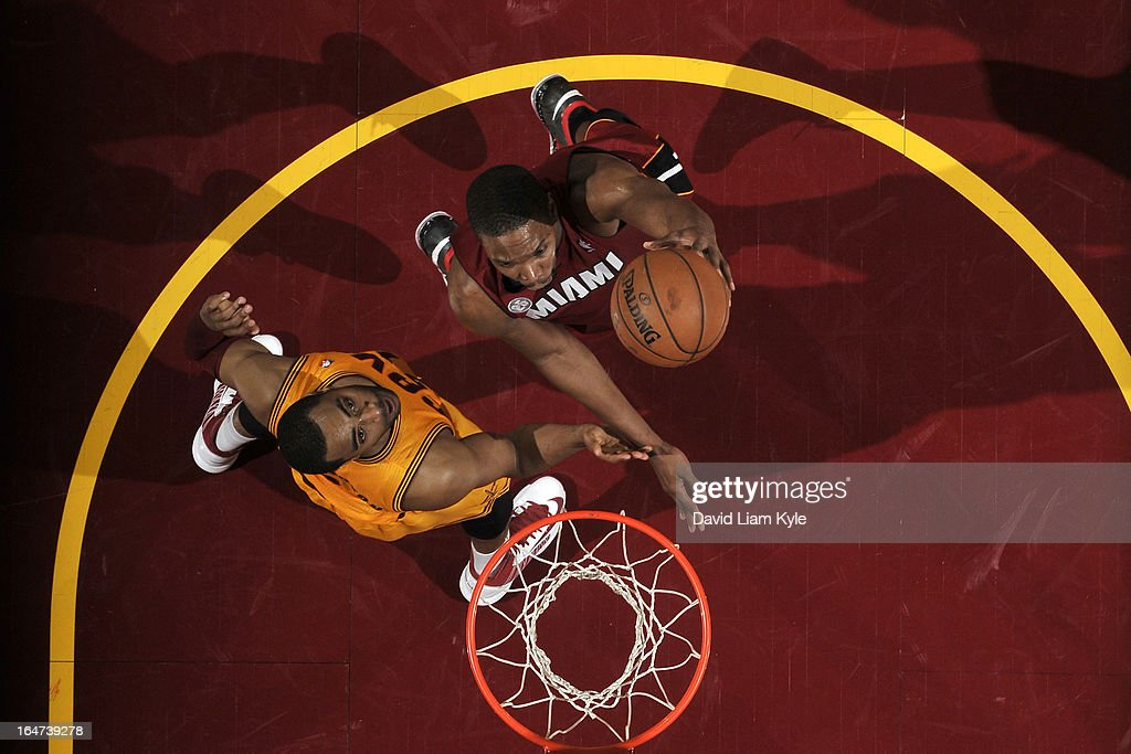 Chris Bosh #1 of the Miami Heat drives to the basket against the Cleveland Cavaliers at The Quicken Loans Arena on March 20, 2013 in Cleveland, Ohio.