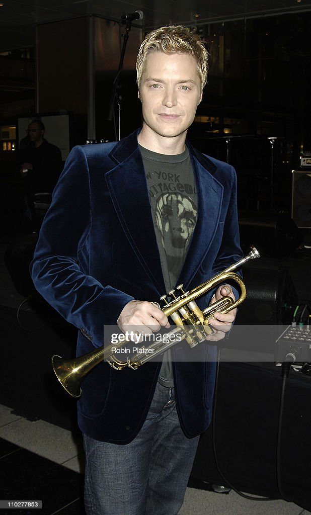 "Chris Botti In-Store Performance Promoting ""Embraceable You"" at Borders in New"