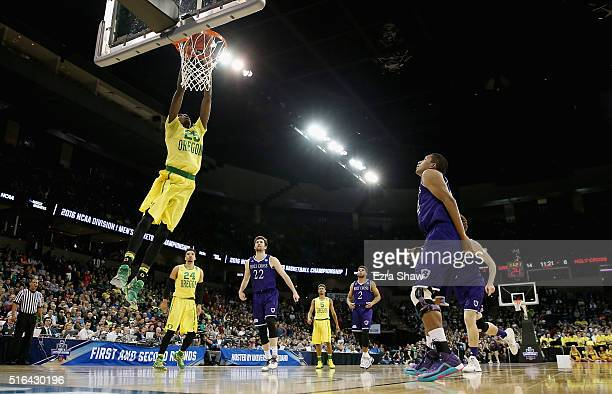 Chris Boucher of the Oregon Ducks dunks against the Holy Cross Crusaders in the first half during the first round of the 2016 NCAA Men's Basketball...