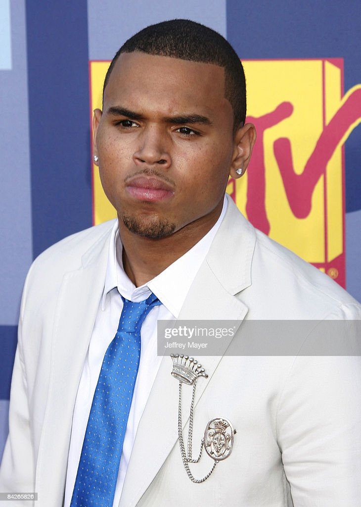 Chris Brown arrives at the 2008 MTV Video Music Awards at Paramount Pictures Studios on September 7, 2008 in Los Angeles, California.