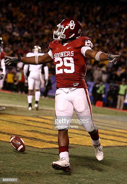 Chris Brown of the Oklahoma Sooners celebrates scoring a touchdown in the first quarter against the Missouri Tigers at Arrowhead Stadium on December...