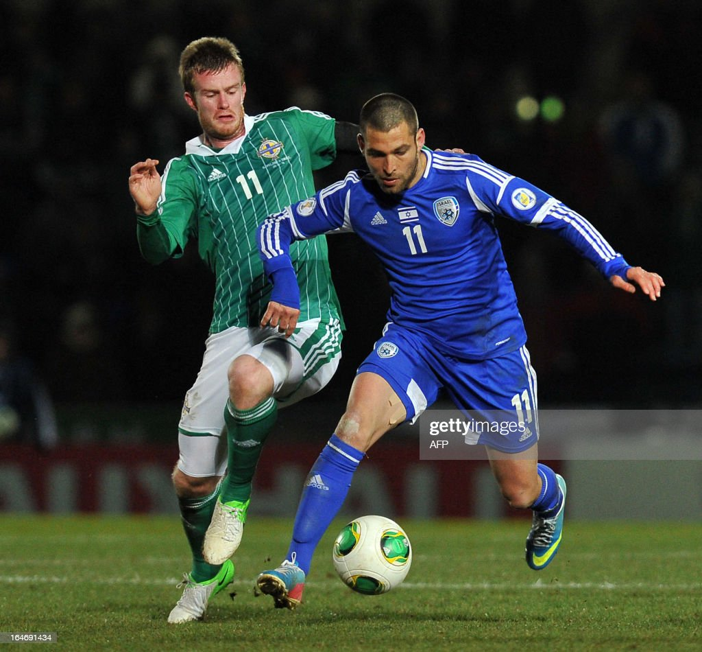 Chris Brunt of Northern ireland (L) vies with Itay Shechter of Israel (R) during the FIFA 2014 World Cup qualifying football match between Northern Ireland and Israel at Windsor Park in Belfast, Northern Ireland on March 26, 2013. Israel won the game 2-0. AFP PHOTO/MICHAEL COOPER
