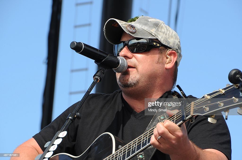 Chris Cagle performs at the 2014 Stagecoach California's Country Music Festival at The Empire Polo Club on April 27, 2014 in Indio, California.