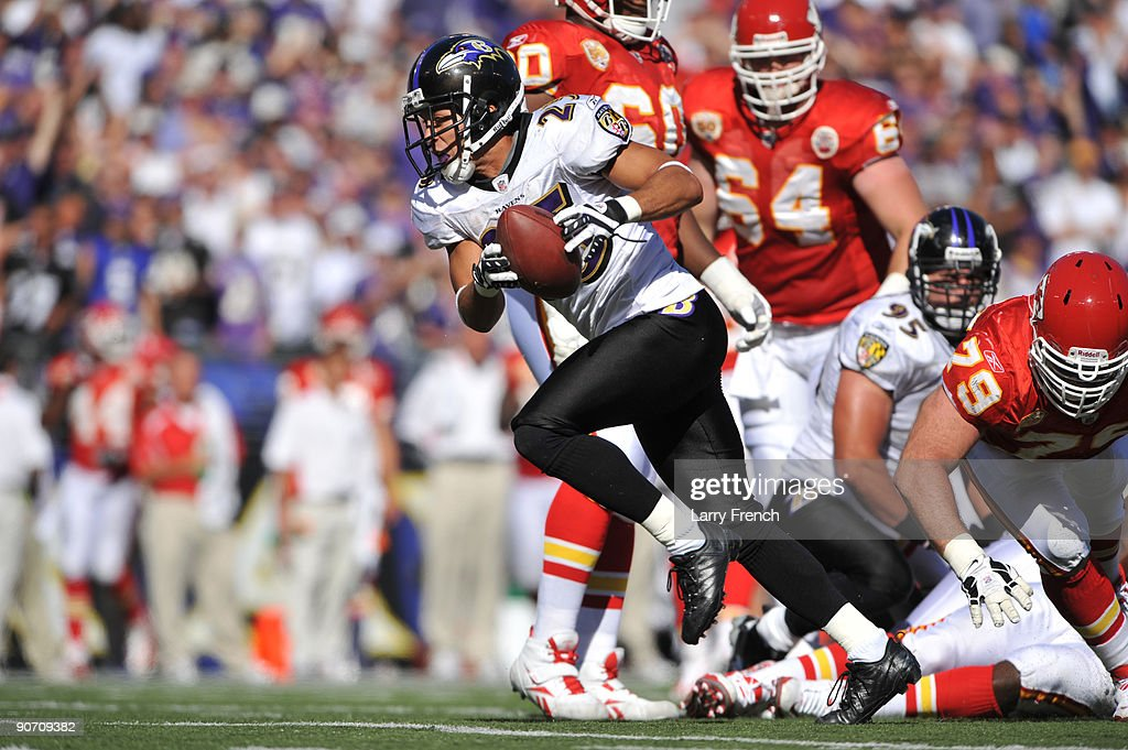Chris Carr #25 of the Baltimore Ravens runs the bal against the Kansas City Chiefs at M&T Bank Stadium on September 13, 2009 in Baltimore, Maryland. The Ravens defeated the Chiefs 38-24.