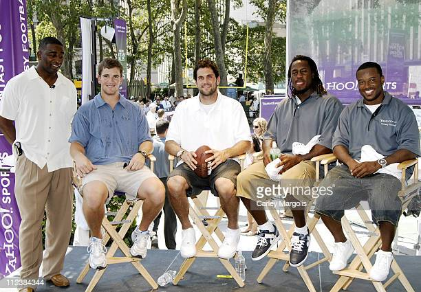 Chris Carter Eli Manning of the New York Giants Matt Leinart of the Arizona Cardinals Vernon Davis and Sinorice Moss of the New York Giants