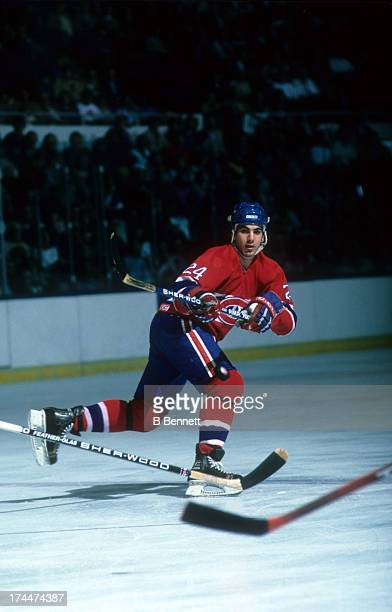 Chris Chelios of the Montreal Canadiens backhands the puck during an NHL game against the New York Islanders circa 1987 at the Nassau Coliseum in...