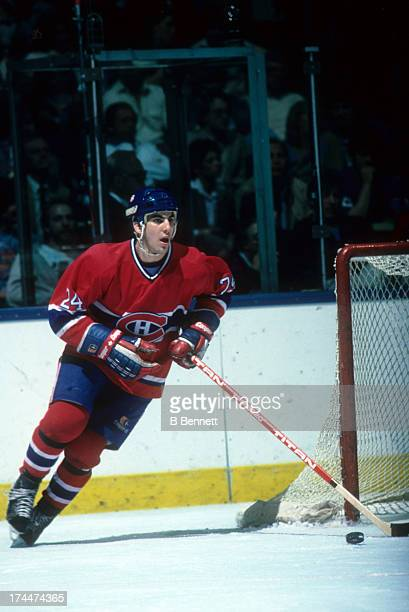 Chris Chelios of the Montreal Canadiens skates with the puck during an NHL game against the New York Islanders circa 1984 at the Nassau Coliseum in...