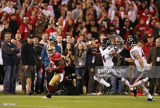 Chris Conte and Kelvin Hayden of the Chicago Bears defend against Kyle Williams of the San Francisco 49ers after Williams' reception in the first...