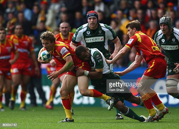 Chris Cusiter of Perpignan is tackled during the Heineken Cup Quarter Final match between London Irish and Perpignan at The Madejski Stadium on April...