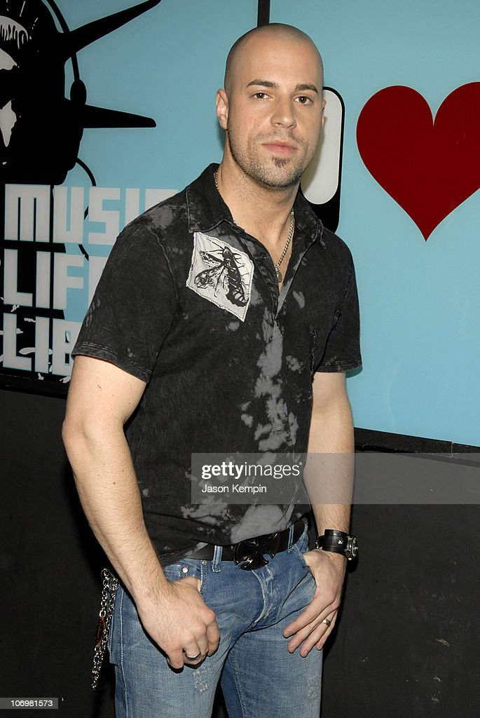 "Chris Daughtry Visits MTV's ""TRL"" - May 15, 2006"