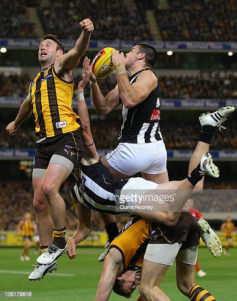 Chris Dawes of the Magpies marks during the first preliminary final match between the Collingwood Magpies and the Hawthorn Hawks at the Melbourne...