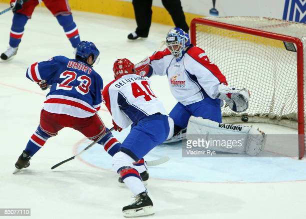 Chris Drury of Rangers scores the 3:1 goal against Andrei Mezin of Metallurg during the Victoria Cup game between Metallurg Magnitogorsk and New York...