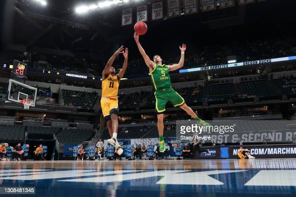 Chris Duarte of the Oregon Ducks deflects a pass for Tony Perkins of the Iowa Hawkeyes in the second round game of the 2021 NCAA Men's Basketball...