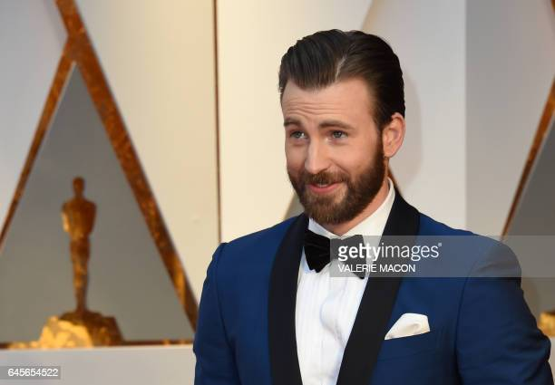 Chris Evans arrives on the red carpet for the 89th Oscars on February 26 2017 in Hollywood California / AFP / VALERIE MACON