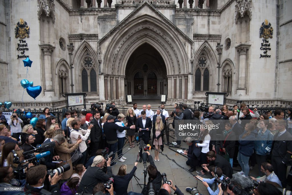 Chris Gard and Connie Yates, the parents of terminally ill baby Charlie Gard, prepare to speak to the media following their decision to end their legal challenge to take him to the U.S for experimental treatment, at The Royal Courts of Justice on July 24, 2017 in London, England. The parents of terminally-ill baby Charlie Gard have ended their legal challenge after an American doctor said it was too late to give him nucleoside therapy. (Photo by Carl Court/Getty Images)k