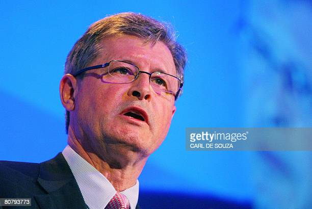 Chris Gibson-Smith, Chairman of the London Stock Exchange, speaks during the Russian Economic Forum in London, on April 21, 2008. AFP PHOTO/CARL DE...