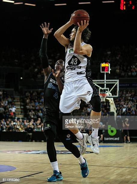 Chris Goulding of Melbourne looks to pass over the defense of Cedric Jackson of the Breakers during the NBL Semi Final match between the New Zealand...