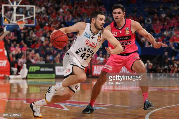 Chris Goulding of Melbourne United drives to the key against Todd Blanchfield of the Wildcats during the round 21 NBL match between the Perth...