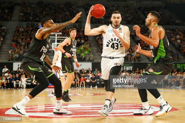 Chris Goulding of United drives to the basket during the round 20 NBL match between South East Melbourne Phoenix and Melbourne United at Melbourne...