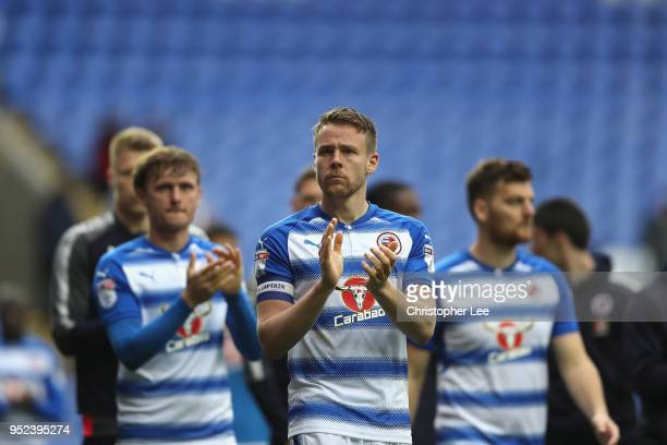 Chris Gunter of Reading leads a lap of appreciation after the match during the Sky Bet Championship match between Reading and Ipswich Town at...