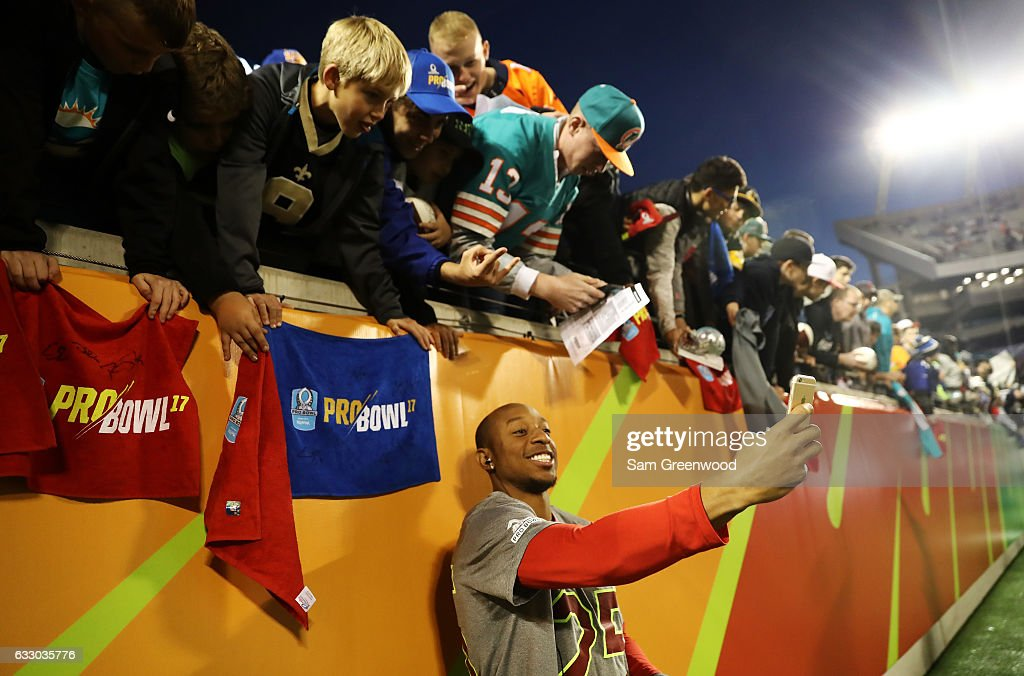 Chris Harris Jr. #25 of the AFC interacts with fans prior to the NFL Pro Bowl at the Orlando Citrus Bowl on January 29, 2017 in Orlando, Florida.