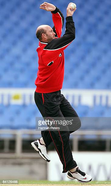 Chris Harris of Canterbury bowls during the State Shield match between the Auckland Aces and the Canterbury Wizards at Eden Park on December 27 2008...