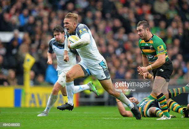 Chris Harris of Newcastle Falcons charges forward during the Aviva Premiership match between Northampton Saints and Newcastle Falcons at StadiumMK on...