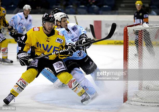 Chris Heid of Krefeld and Brad Smyth of Hamburg compete for the puck during the DEL Bundesliga game between Krefeld Pinguine and Hamburg Freezers at...