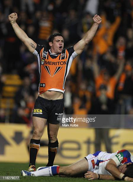 Chris Heighington of the Tigers celebrates after Robbie Farah of the Tigers kicked the winning field goal in golden point time during the round 13...
