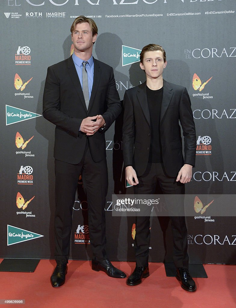 ¿Estatura media? - Página 4 Chris-hemsworth-and-tom-holland-attend-the-in-the-heart-of-the-sea-picture-id499826996