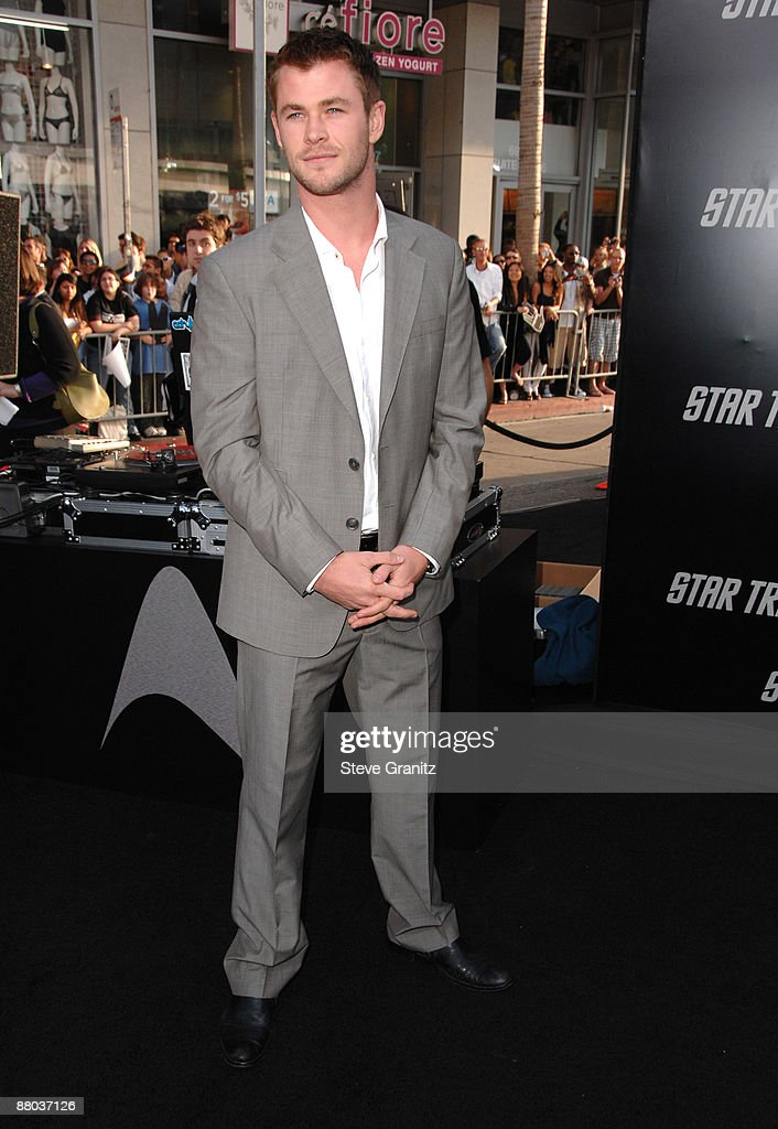 Chris Hemsworth arrives at the Los Angeles premiere of 'Star Trek' at the Grauman's Chinese Theater on April 30, 2009 in Hollywood, California.