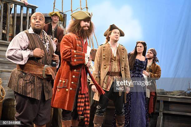 LIVE Chris Hemsworth Episode 1691 Pictured Kenan Thompson Chris Hemsworth Taran Killam and Cecily Strong during the Pirate Ship sketch on December 12...